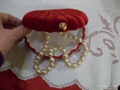 Szép régi gyöngysor,gyönyörű vörös bársony ékeszertartóban