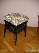 Gyönyörű antik faragott ülőke, zsámoly