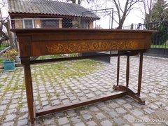 Háromoszlopos öreg bieder íróasztal szép intarziával