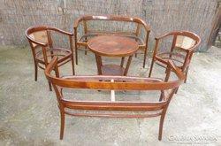 Thonet kanapé, szék, asztal.