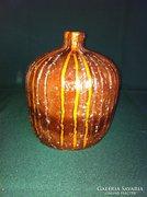 Retro barna-narancs iparművész jelzett kerámia váza 16 cm