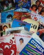 68 eredeti bakelit nagylemez vegyesen, lista az aukcióban