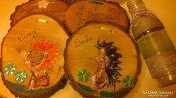 Gyermekszoba bejáratához fából készült névtáblák