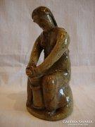 W.K. 1960 vajköpülő nő kerámia szobor