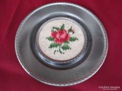 Ón tányér keresztszemes hímzett betéttel   0408