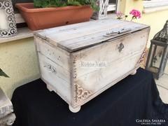 Provence bútor, antikolt fehér utazóláda 14.