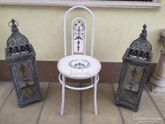 Provence bútor, antikolt fehér vas szék.