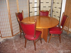 Étkező asztal 4 db bőrkárpitozású székkel eladó!