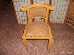 Antik, kicsi, hajlított támlás  szék eladó!