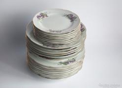 Ibolyás aranyozott tálaló készlet tányérok