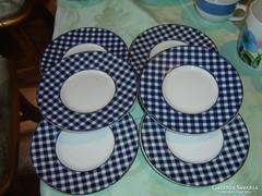 Kockás süteményes tányérok