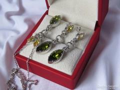 Csodaszép ezüst szett szépen csiszolt kristályokkal