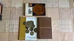 3 darab numizmatikai könyv.