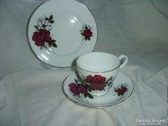 Szép angol porcelán trió bordó rózsával, fehér búzavirággal