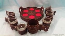 Régi bőrdíszműves bőr dísz asztalközép poharakkal,+bőrkorsó