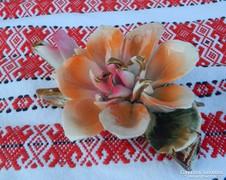 Nagyobb méretű porcelán virág