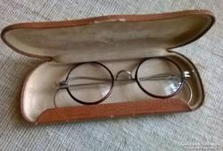 Régi okuláré szemüveg rugós szárral  tokjában