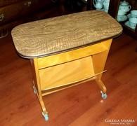 Régi Retro gurulós asztal