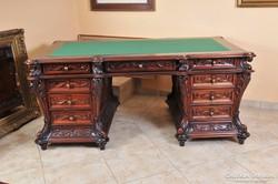 Neobarokk mahagóni íróasztal, gyönyörű faragásokkal