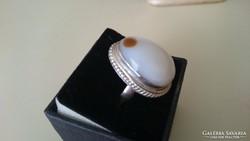 Fehér jade köves gyűrű (fém)