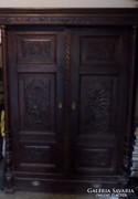 Pávákkal díszített Ónémet szekrény