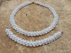 Fehér színű kisvirágos gyöngyékszer szett
