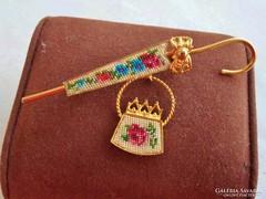 Gyönyörű antik aranyozott gobelin bross