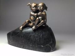 Ikrek (Testvérek) bronz szobor kisplasztika