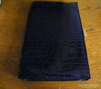 Lakk, sötét lila színházi táska 27 x 18 cm