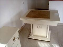 Vintage stílusú asztal