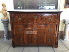 Antik bútor, Biedermeier komód.