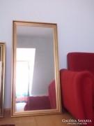 Aranyszínű fakeretes nagyméretű tükör