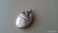 Ezüst scarabeus medál