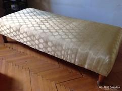 Régi ágy egy személyes