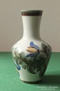 Kerámia váza kézzel festett díszítéssel