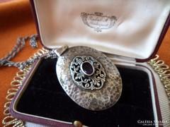 Gyűjteményi- Antik ötvösékszer ezüst medalion lánccal