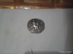 Antik vert ezüst pénz fordított