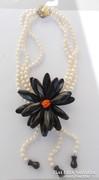 Egyedi féldrágakő nyakék igazgyönggyel és ónix virággal
