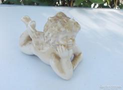 Porcelán hason fekvő angyalka