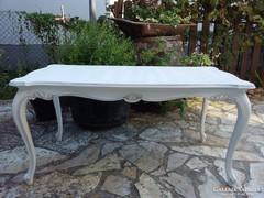 Provence barokk asztal faragásokkal díszítve