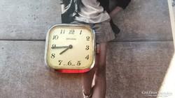 Secunda nem működik svájci óra