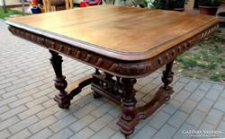 Antik bútor, faragott tömör fa asztal