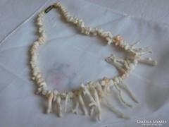 Gyönyörű korall ágas nyakék