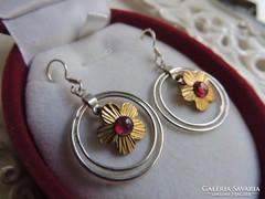 Arany - ezüst gránát köves virág fülbevaló pár