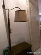Éjjeli szekrény lámpával