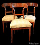 Biedermeier székek dió furnérral restaurálva