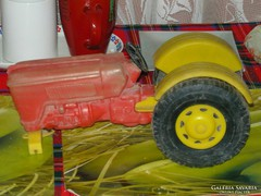 1984-ből Nagyméretű traktor.