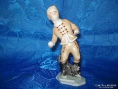 Herendi porcelán hógolyózó fiú figura