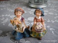 Hummel jellegű, jelzett porcelán biszkvit, virágárus lánykák