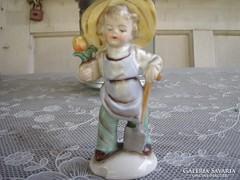 Antik porcelán kertészlegényke. Jelzett, sérült.